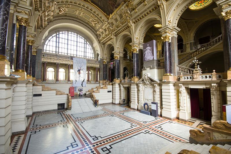 Холл музея в Будапеште