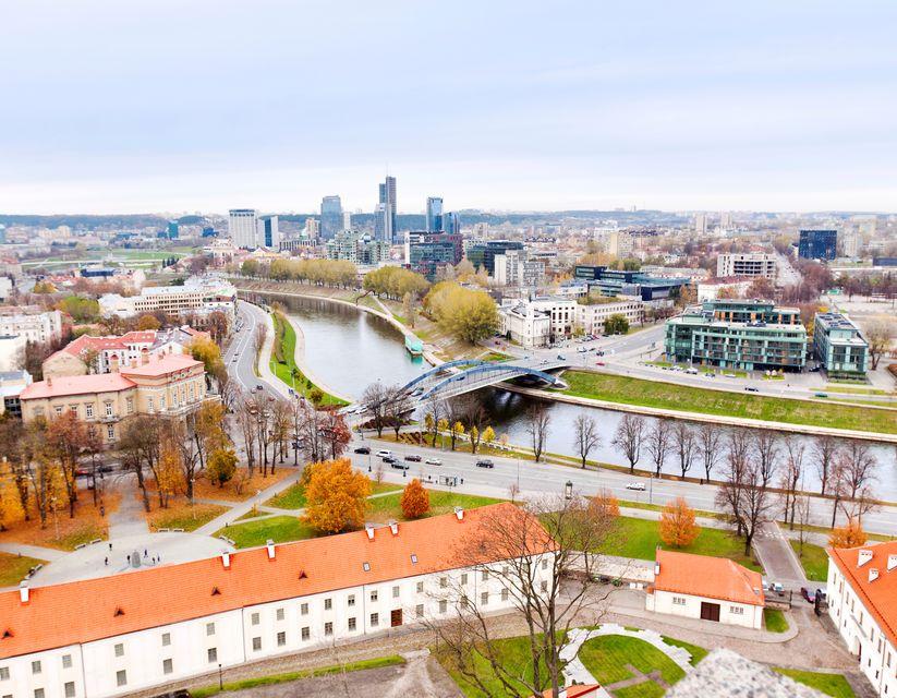 Baltık ülkeleri gezilecek yerler listesinde yer alan bir diğer önemli nokta ise 3.5 milyonluk nüfusuyla Litvanya.