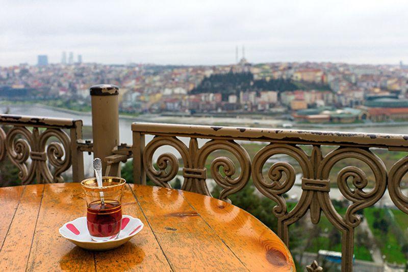 Турецкий чай и вид на Стамбул из кафе Пьера Лоти