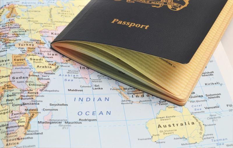 Paspor di atas peta.