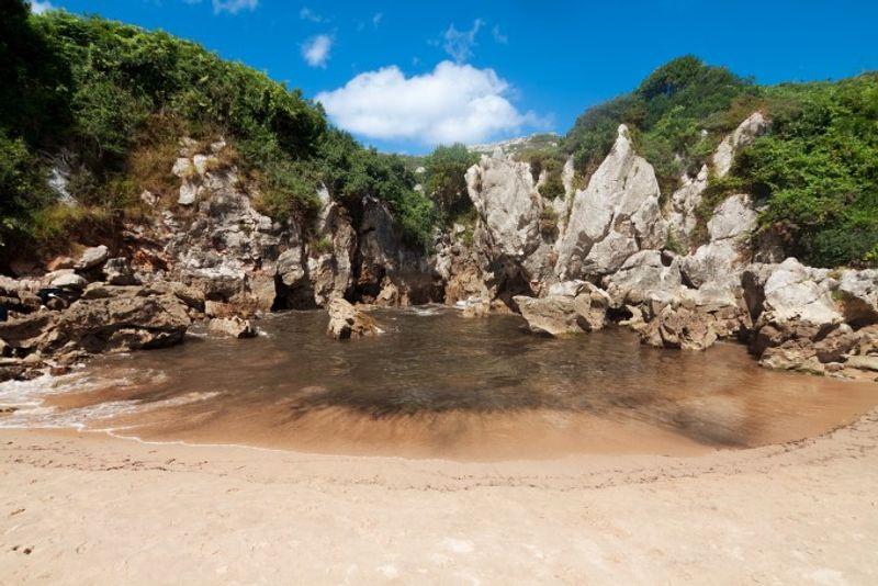 Playa de Gulpiyuri Asturias España