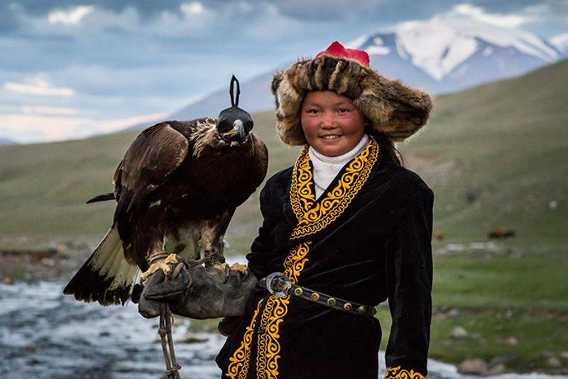 Казашка Ашол Пан - единсвтенная девушка-охотник соколиной охоты в Монголии