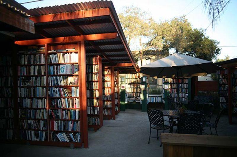 Najčudnije knjižnice na svijetu - Page 2 Barts_books_ojai_by_brett_childs