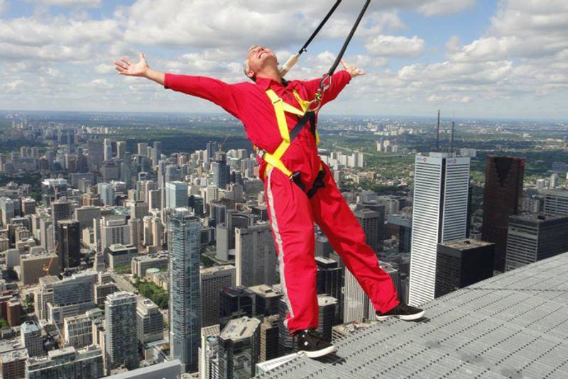 8 extreme adventures to experience in north america 3 edgewalk at the cn tower toronto ontario sciox Images