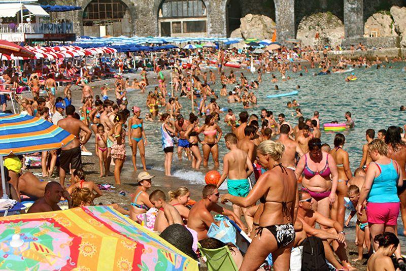 680-crowded-beach-amalfi-italy.jpg?resiz
