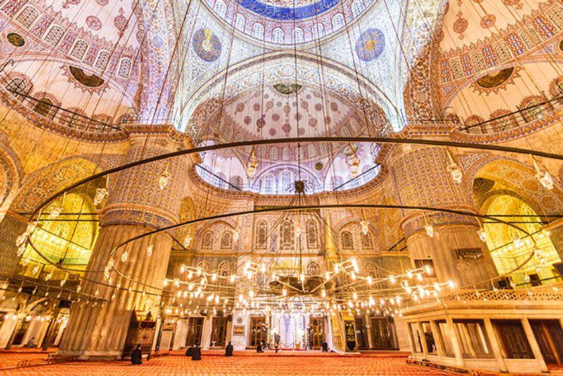 Достопримечательности Стамбула: интерьер Голубой мечети