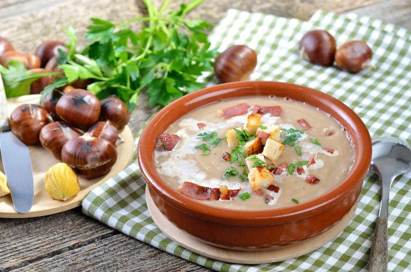Суп из каштанов с беконом