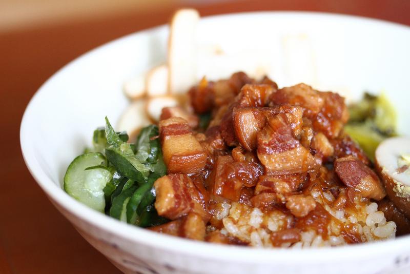 Cơm thịt lợn om là một trong những món ăn chính ở xứ Đài