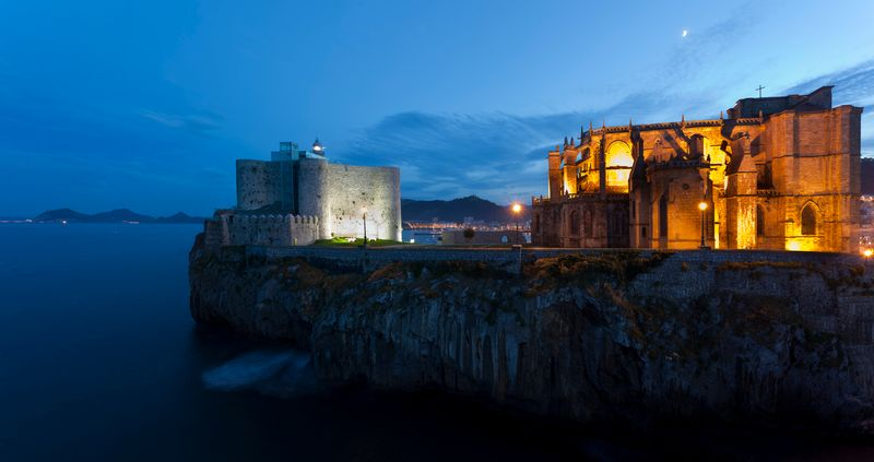 castillo faro de castro urdiales