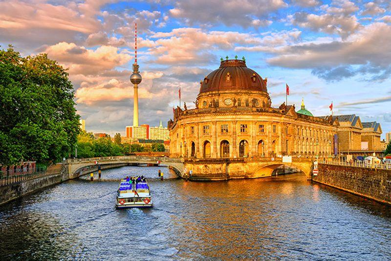 Музей Боде и телевышка на Александерплац в Берлине