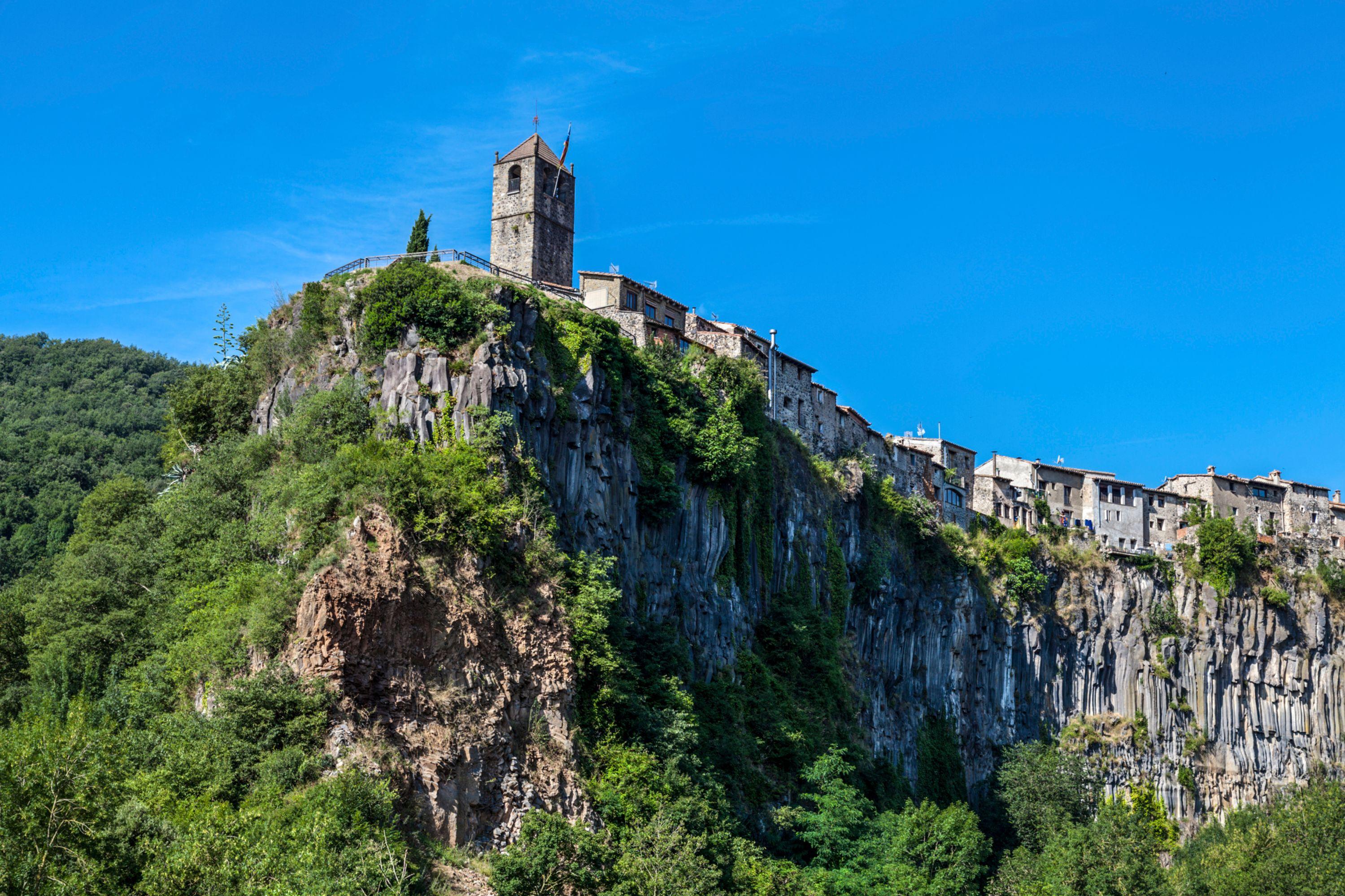 Spain-catalonia-garrotxa-castellfollit-de-la-roca-girona-503191825