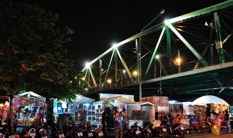 Saphan Phut夜市