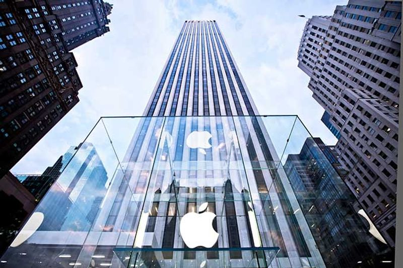 Apple Store 5th Avenue New York editorial use only by Andrey Bayda Shutterstock.com