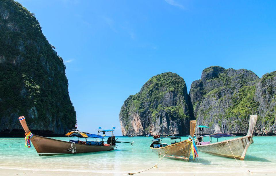 Бухта Майя-Бэй у острова Пхи-Пхи-Ле в Таиланде