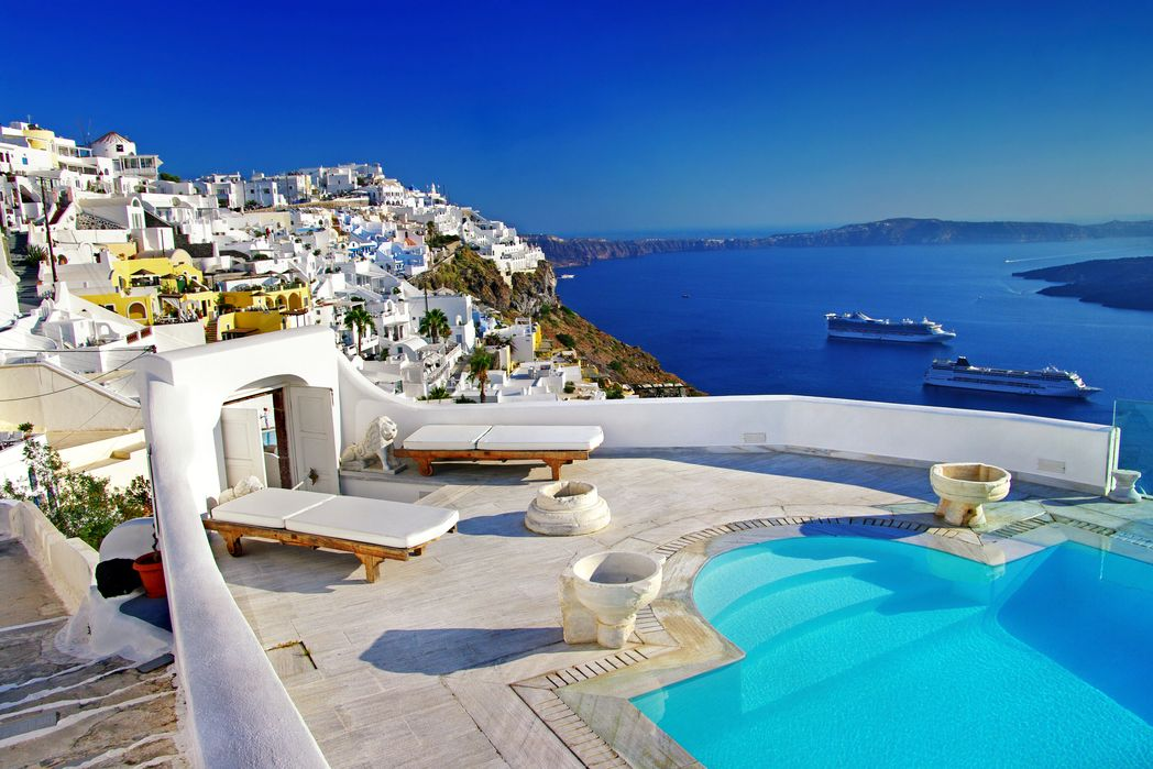 Διακοπές σε ελληνικά νησιά χωρίς άγχος. Υπέροχη θέα στη Σαντορίνη