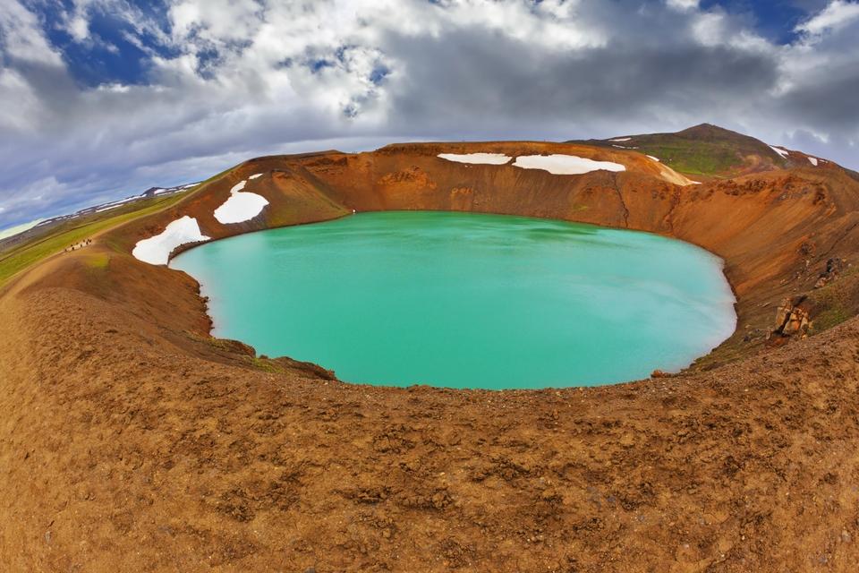 Λίμνη μέσα σε κρατήρα στην Ισλανδία