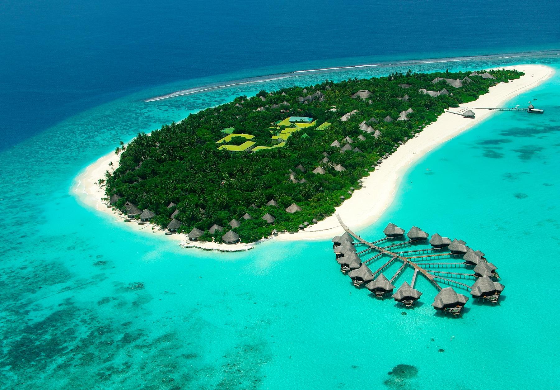 Traumurlaub auf den Malediven in einem Wasserbungalow