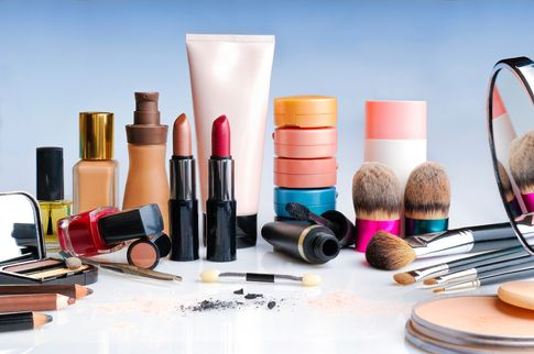Makeup and cosmetic products - follow Skyscanner's packing tips on how to pack cosmetics