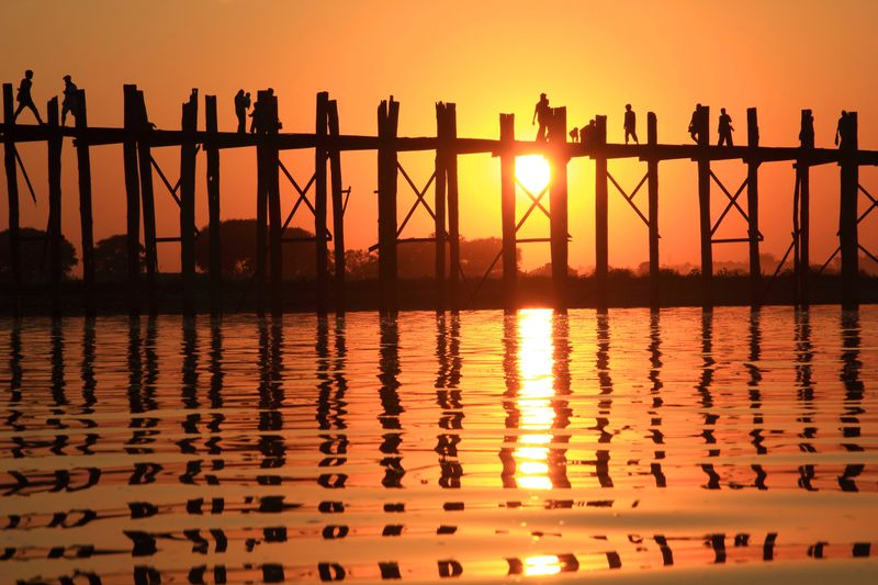 Ausflüge in Myanmar: Sonnenaufgang über der U Bein Brücke