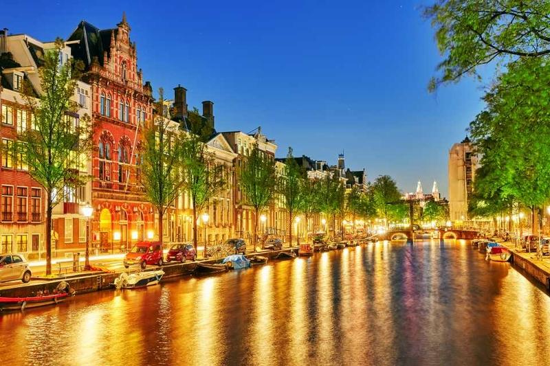 Амстердамский канал в вечерних огнях