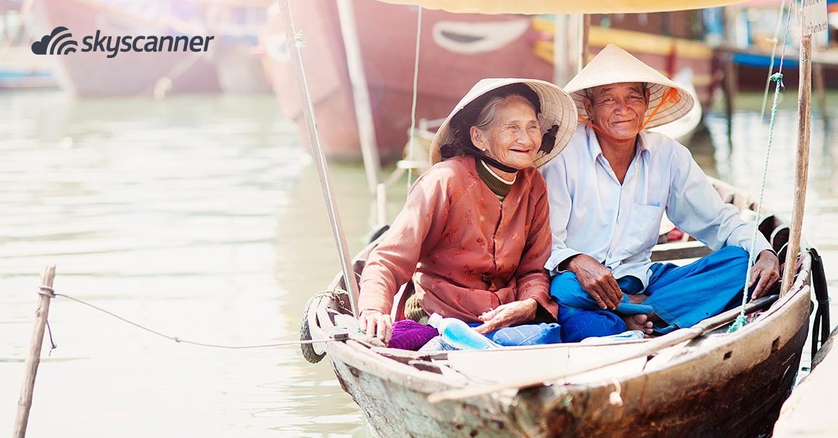 Δύο Βιετναμέζοι σε βάρκα