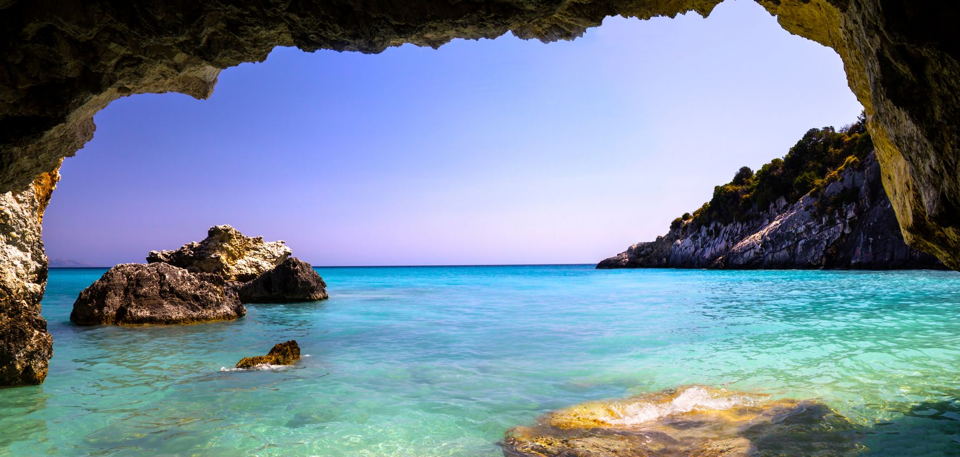 Σπηλιές στη Ζάκυνθο - το κολύμπι με μάσκα είναι απ' τις ωραιότερες δραστηριότητες σε ένα ταξίδι στη Ζάκκυνθο