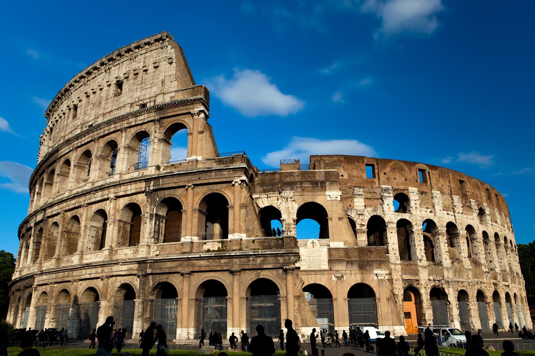 Coliseu de Roma é uma das 7 Maravilhas do Mundo Moderno mais visitadas.