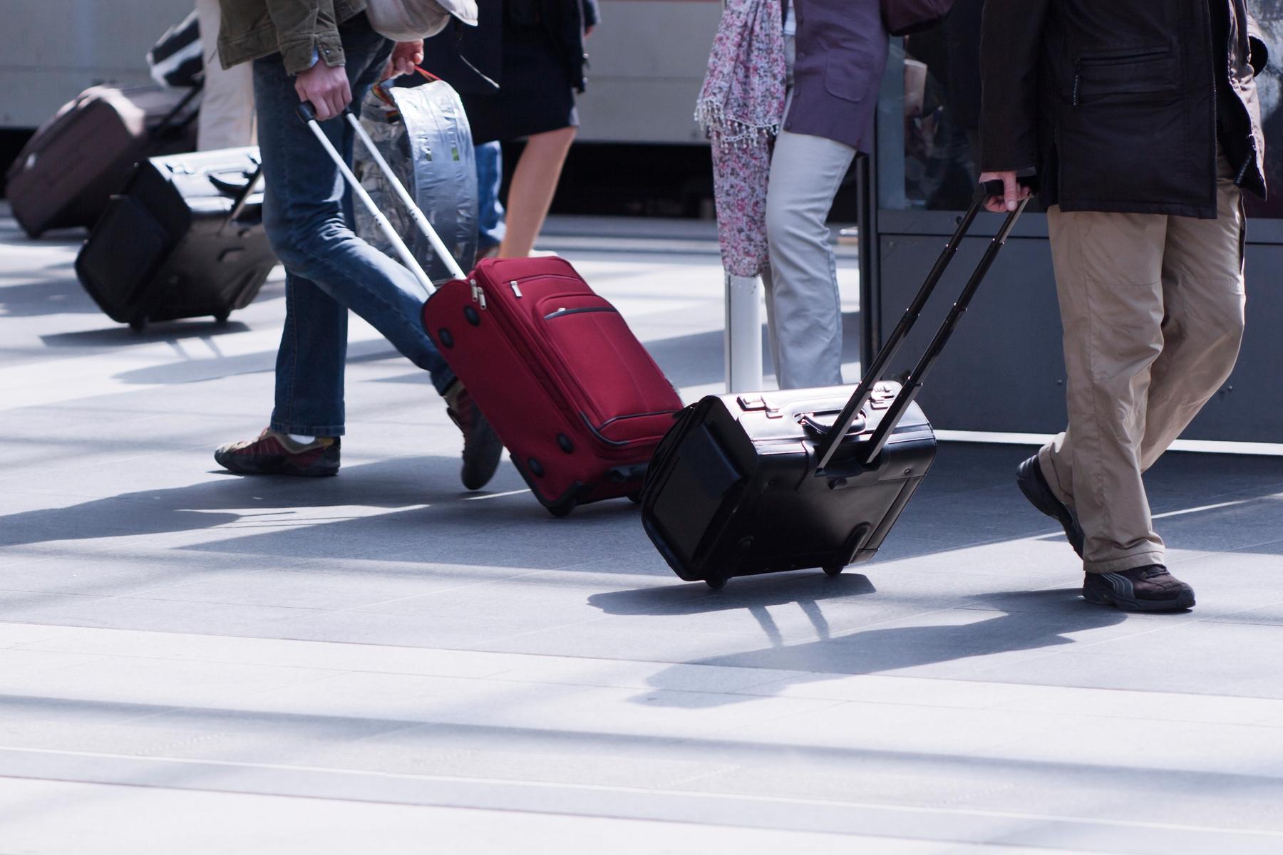 valises à roulettes à l'aéroport
