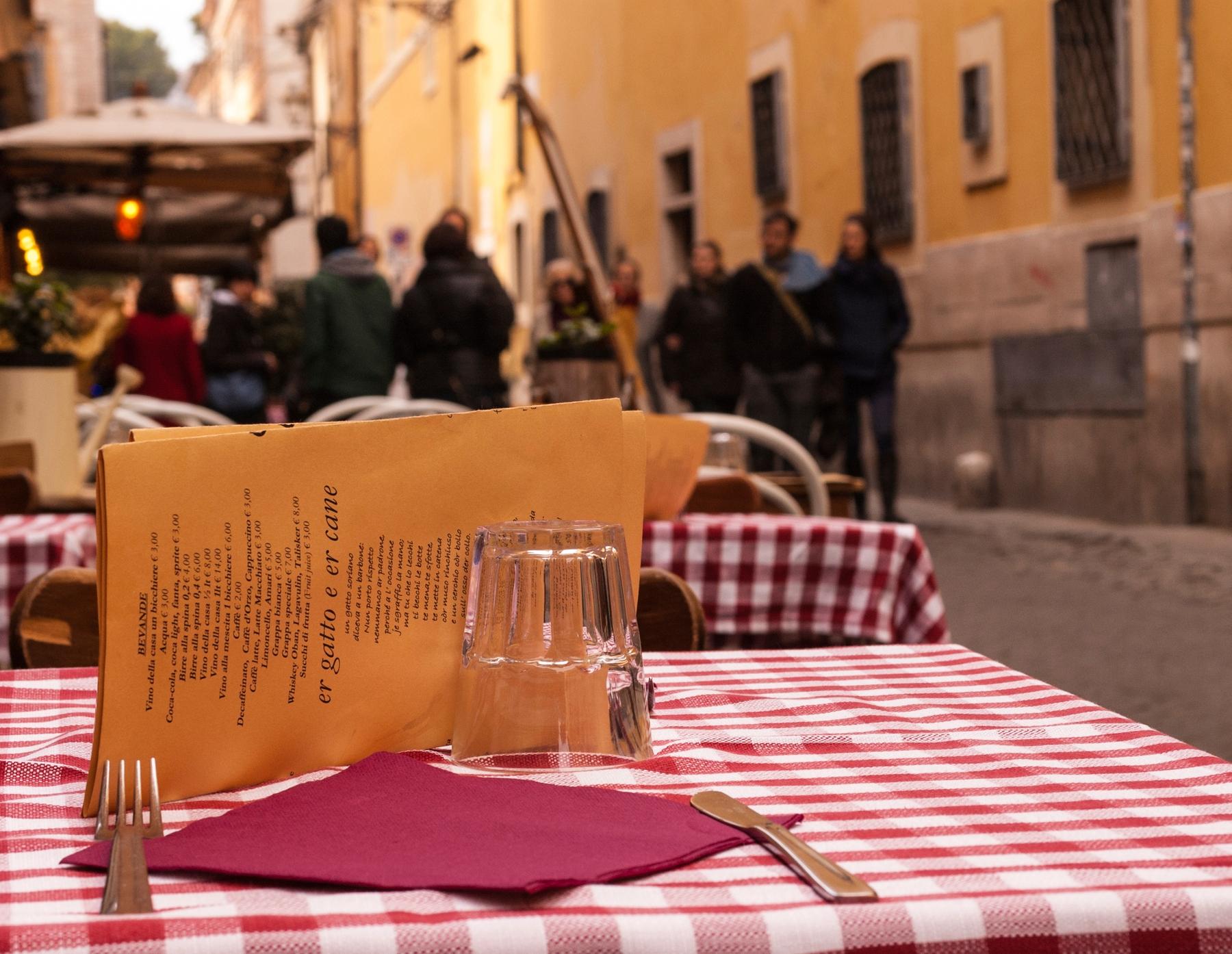 Mesa em uma Cantina Italiana.