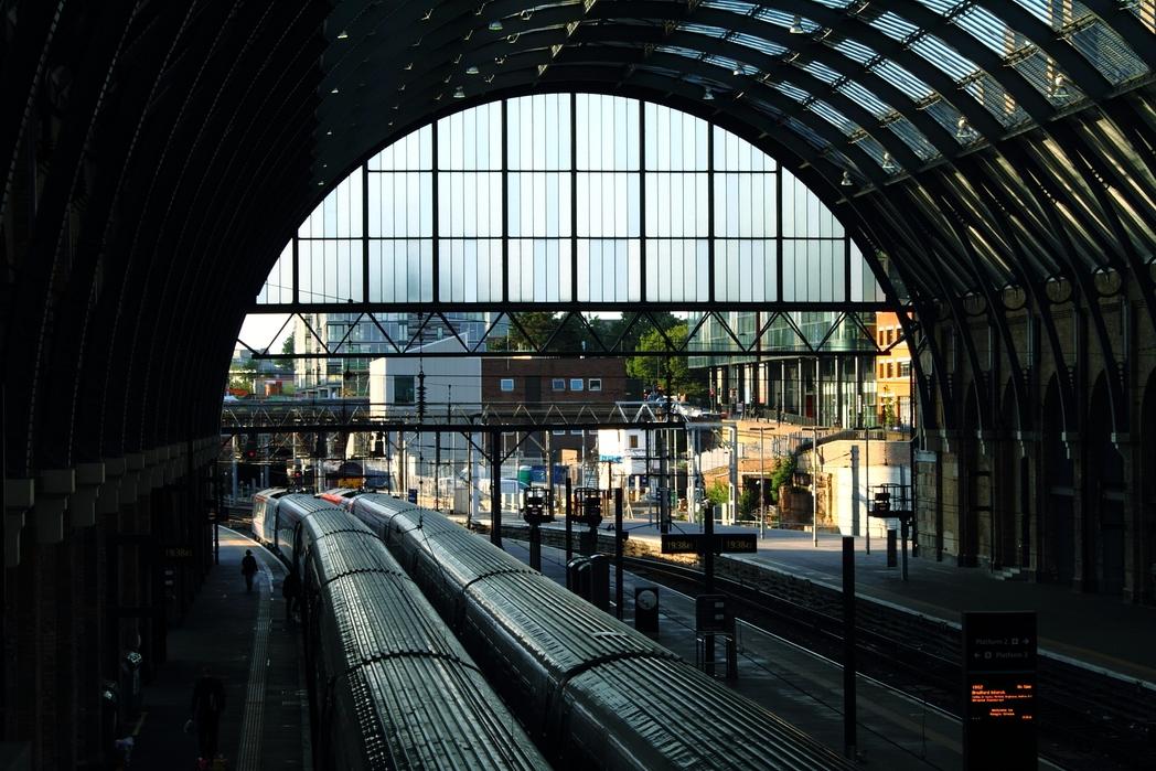 Εικόνα από σταθμό του μετρό στο Λονδίνο - ταξίδι με τρένο σε Ελλάδα και εξωτερικό