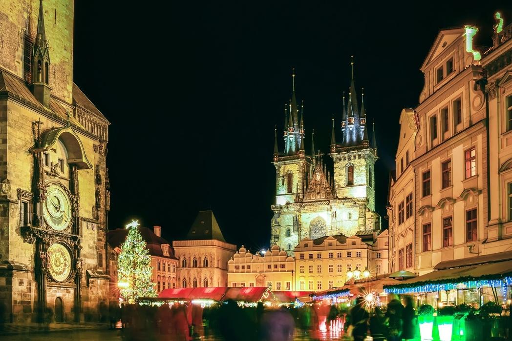 Η κεντρική πλατεια της Παλιάς Πόλης της Πράγας τα Χριστούγεννα