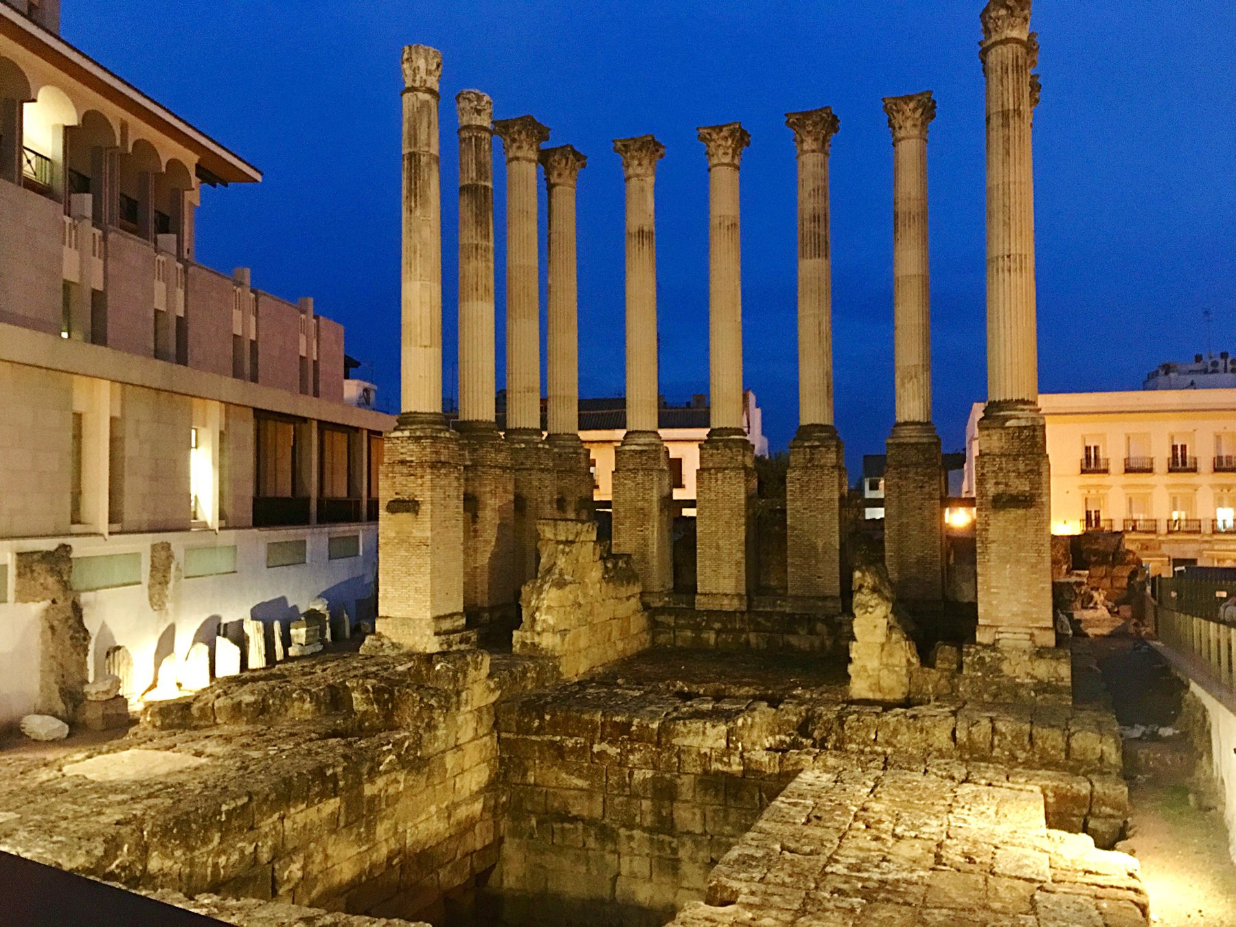 Templo romano de Córdoba al atardecer