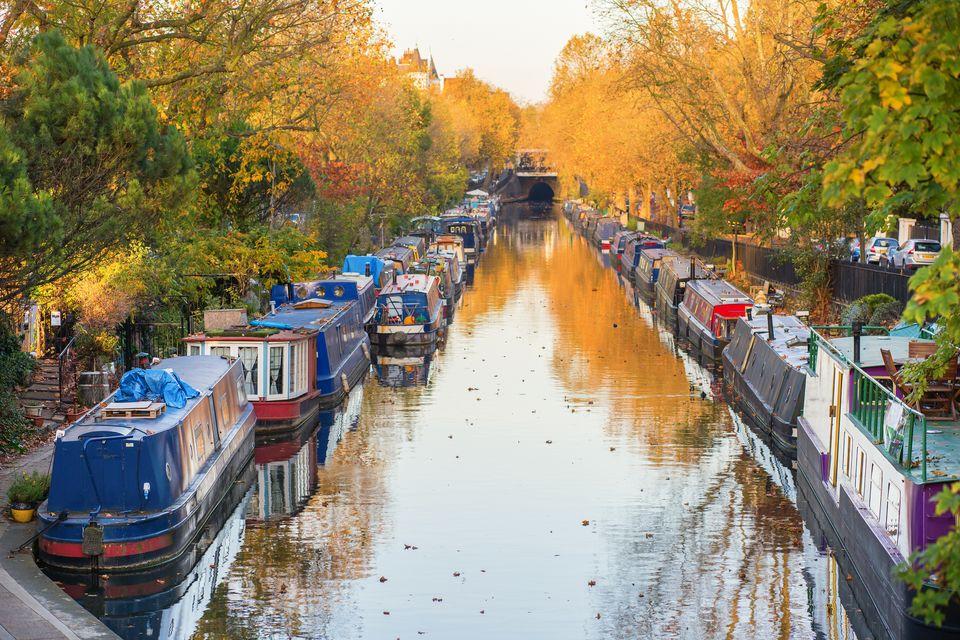 To Regent's Canal του Λονδίνου στα χρώματα του φθινοπώρου