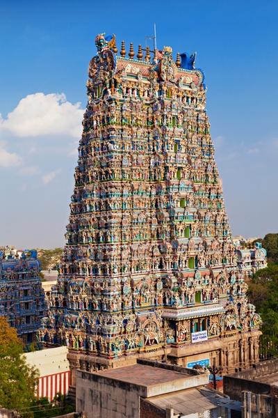 Γιγάντιο γκόπουραμ (πύλη) σ' έναν ναό του Ταμίλ Ναντού - ταξίδι στην Ινδία
