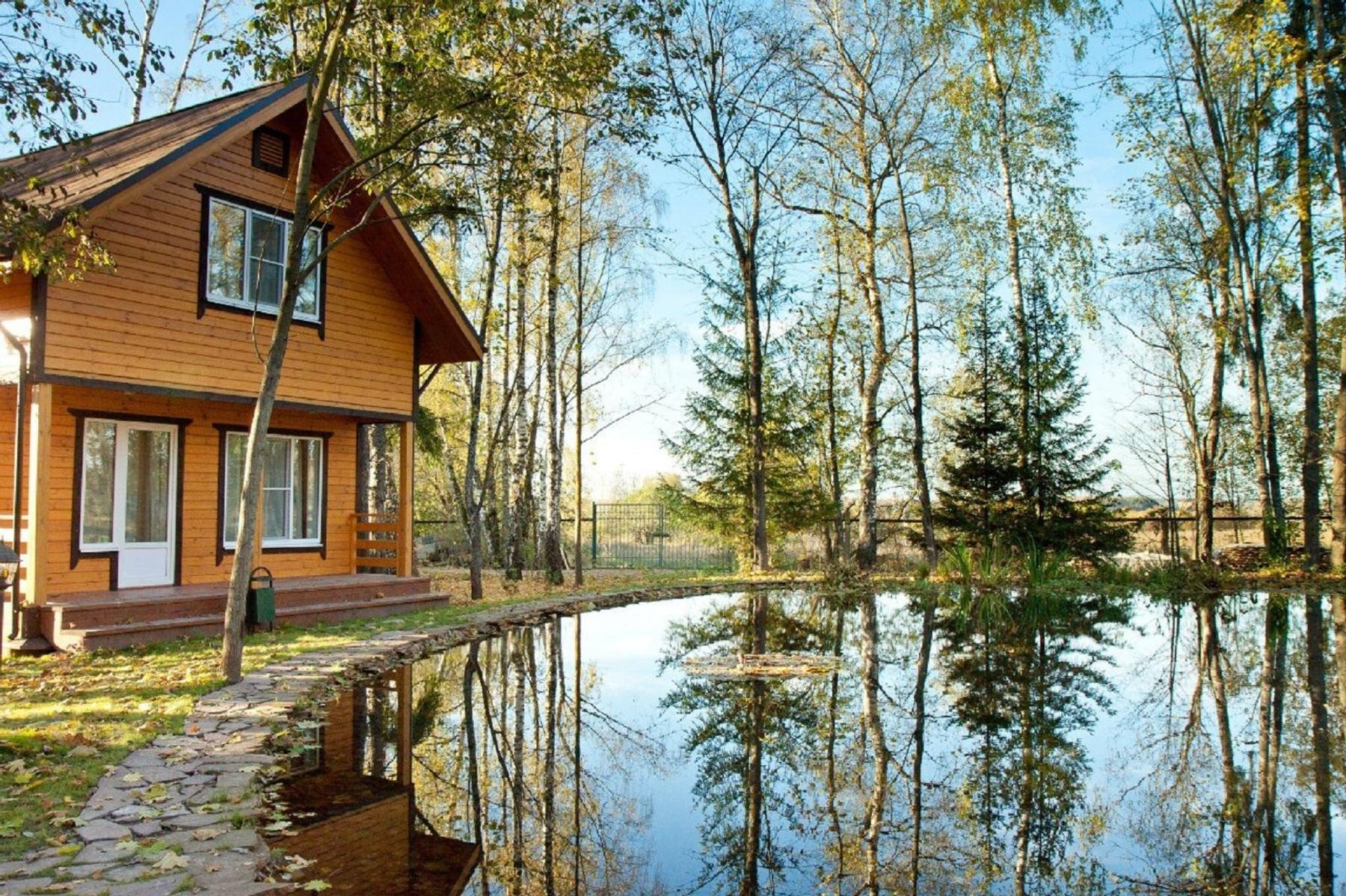 Лесной домик у пруда в отеле «4 сезона»