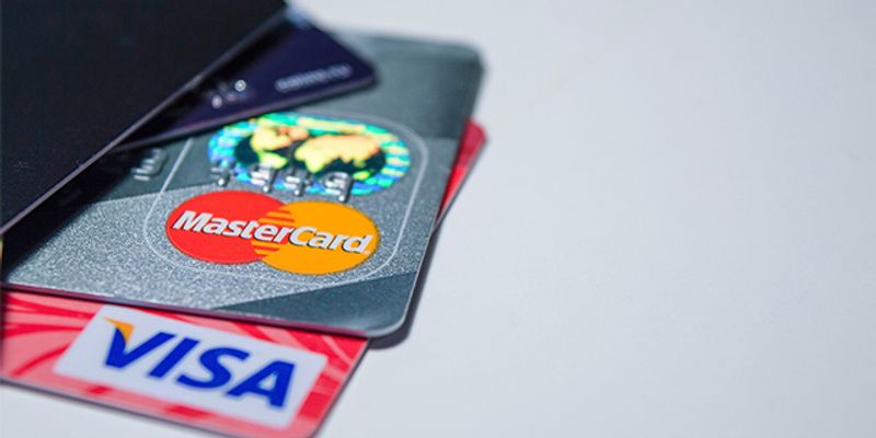 海外旅行 持ち物 クレジットカード