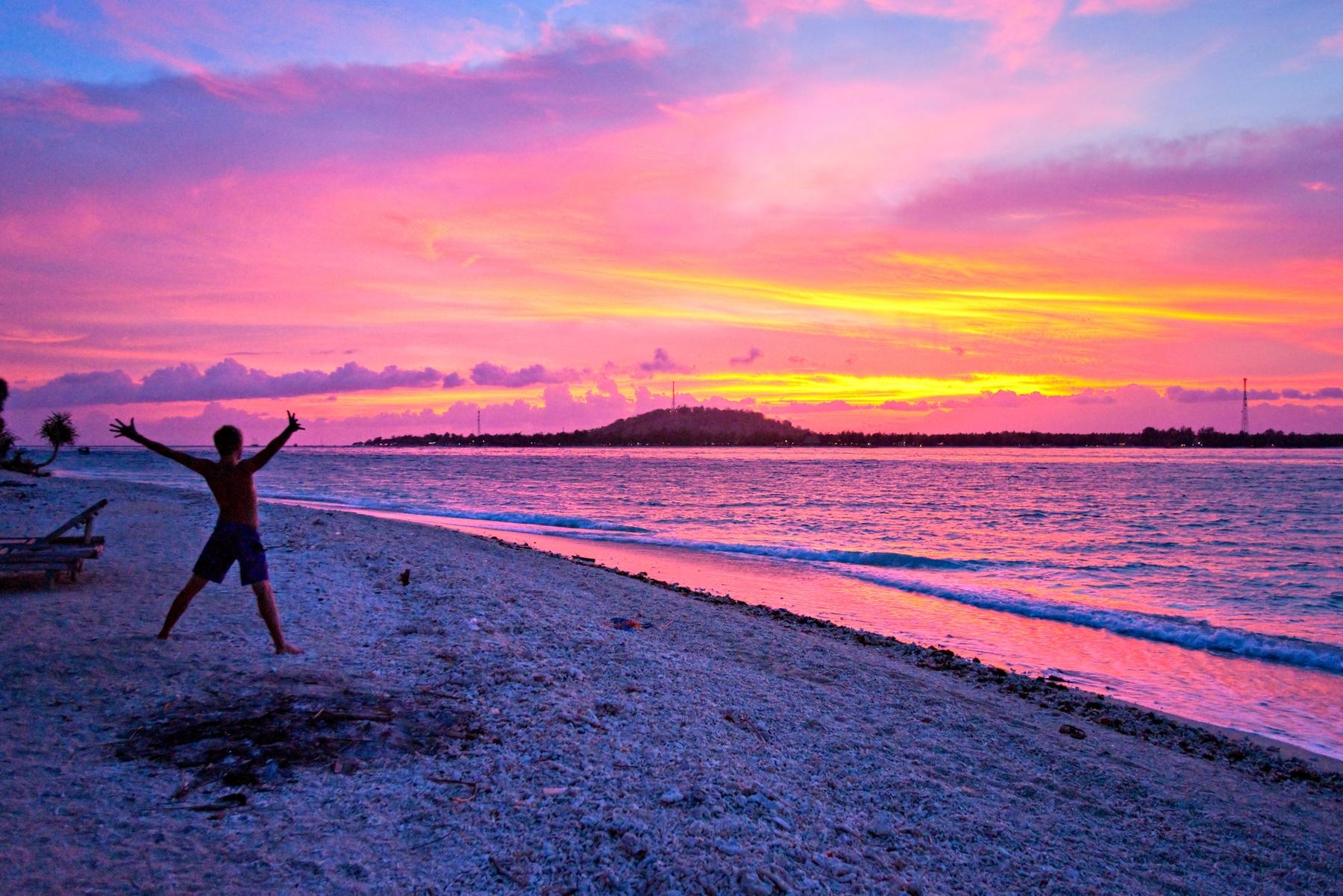 Закат на островах Гили в Индонезии. Куда поехать на остров, чтобы отдохнуть дешево