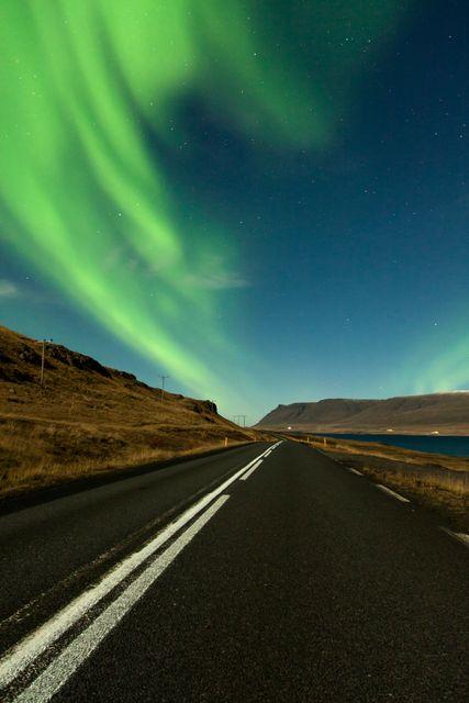 Die beste Reisezeit für Island: Nordlichter in Island