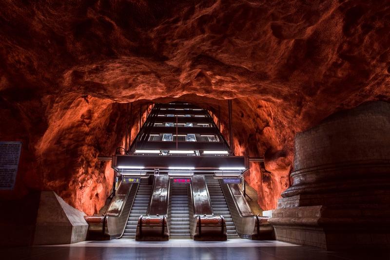 洞窟のようなストックホルムの駅
