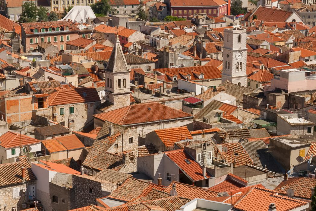 Oι κόκκινες σκεπές του Σίμπενικ από ψηλά - 8 καλοί λόγοι για ένα ταξίδι στην Κροατία την άνοιξη 2020