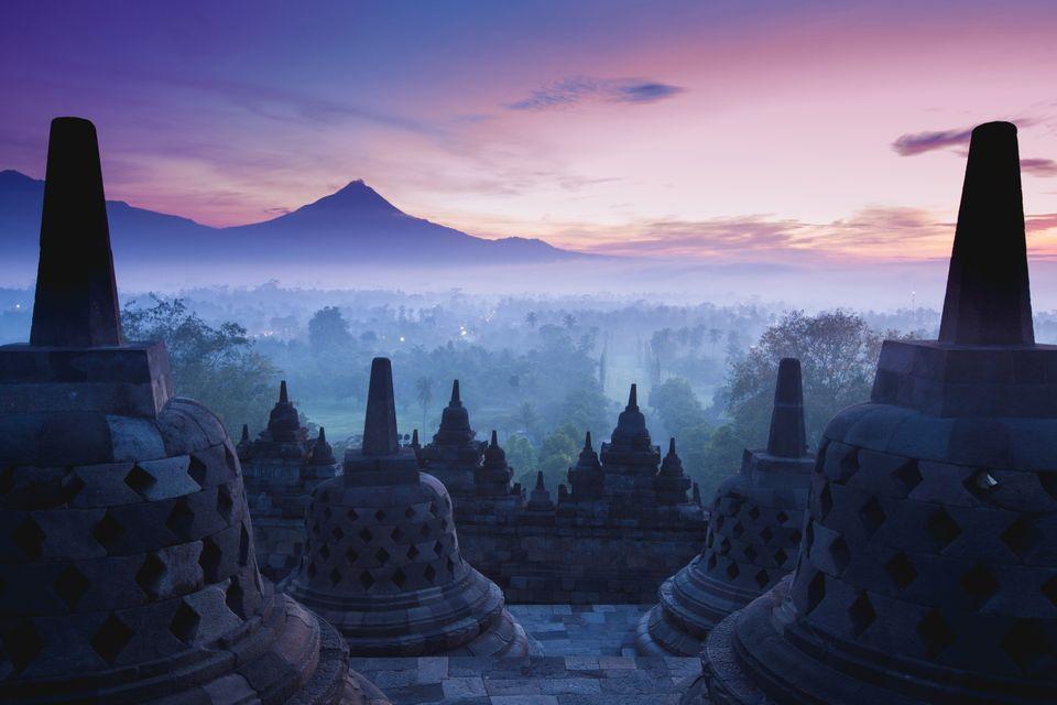 Буддийская ступа Боробудур, остров Ява, Индонезия