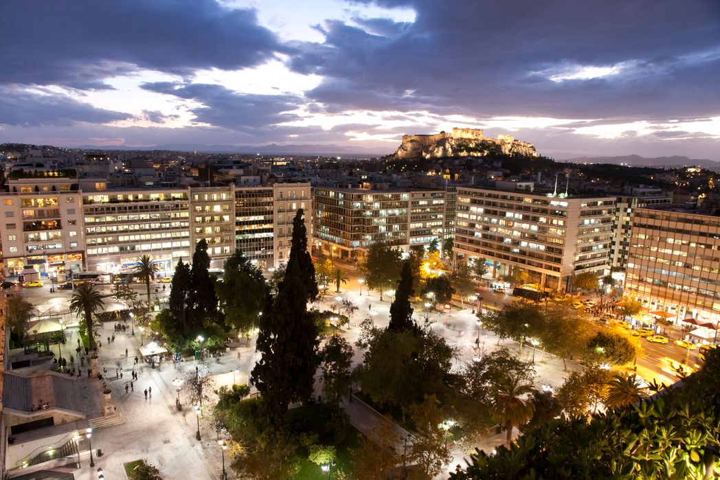 Η θέα της πλατείας Συντάγματος από το King George - Xριστούγεννα στην Αθήνα
