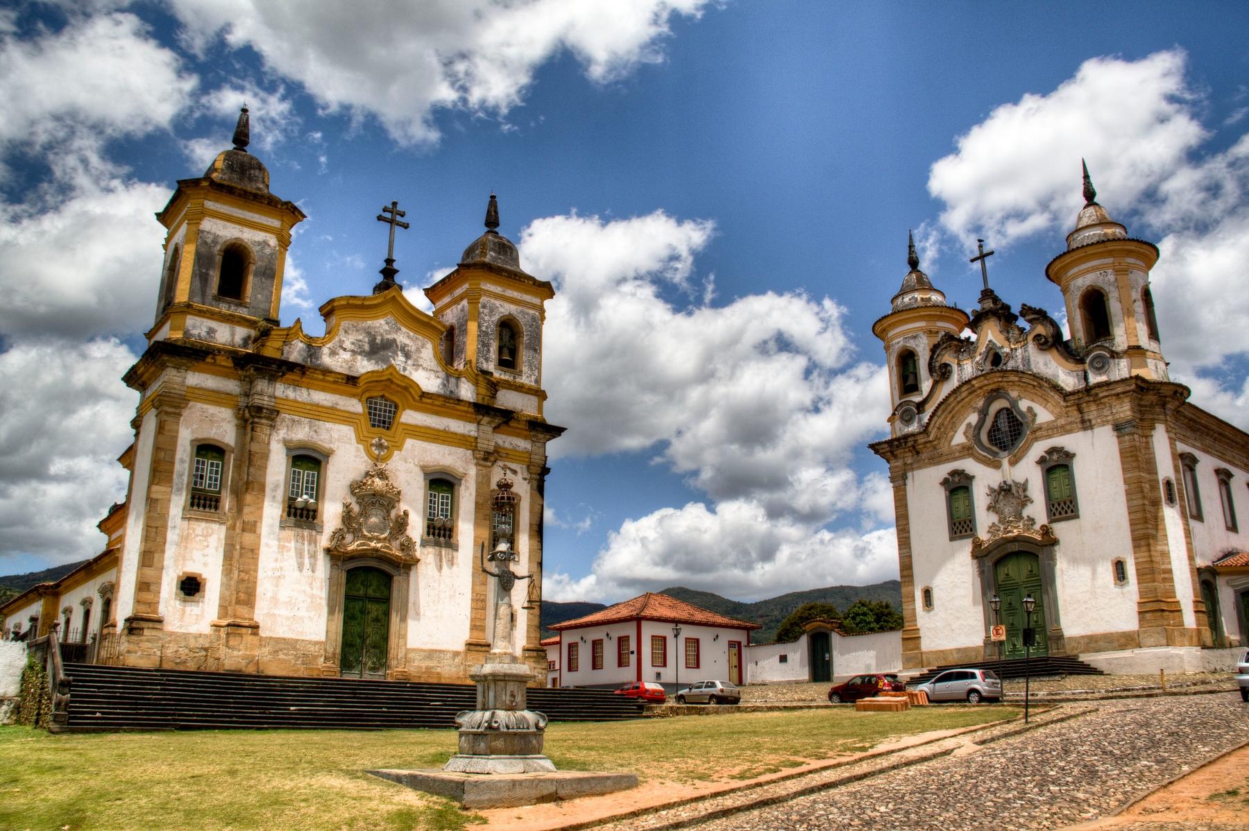Igreja de São Francisco de Assis e da Igreja de Nossa Senhora do Carmo, em Mariana, uma das mais belas cidades de Minas Gerais