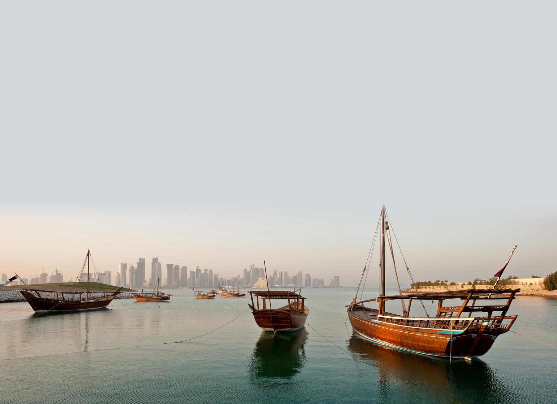 Barcos e o skyline do Catar