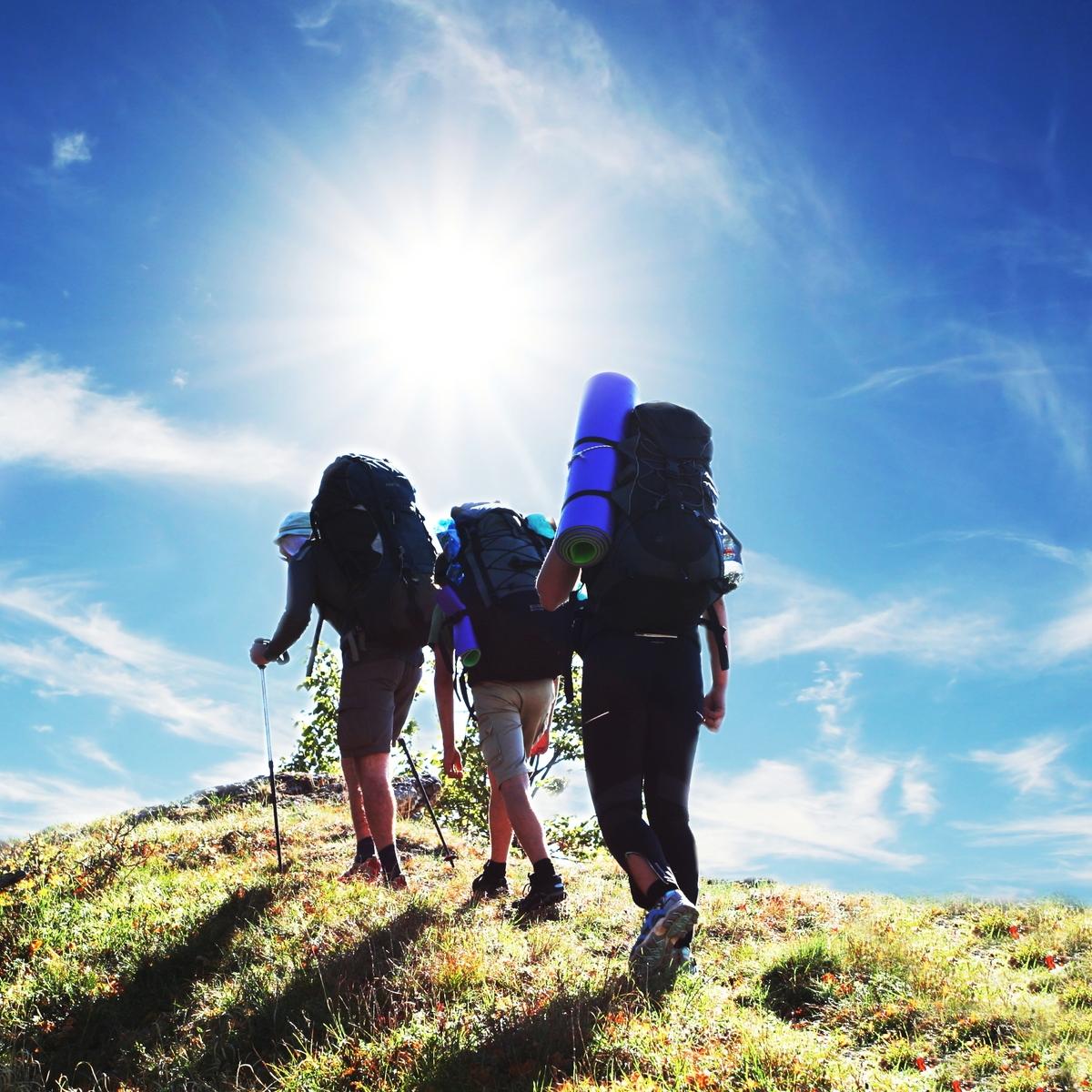 Παρέα σε πεζοπορία - συμβουλές και tips για πράσινα ταξίδια το 2020