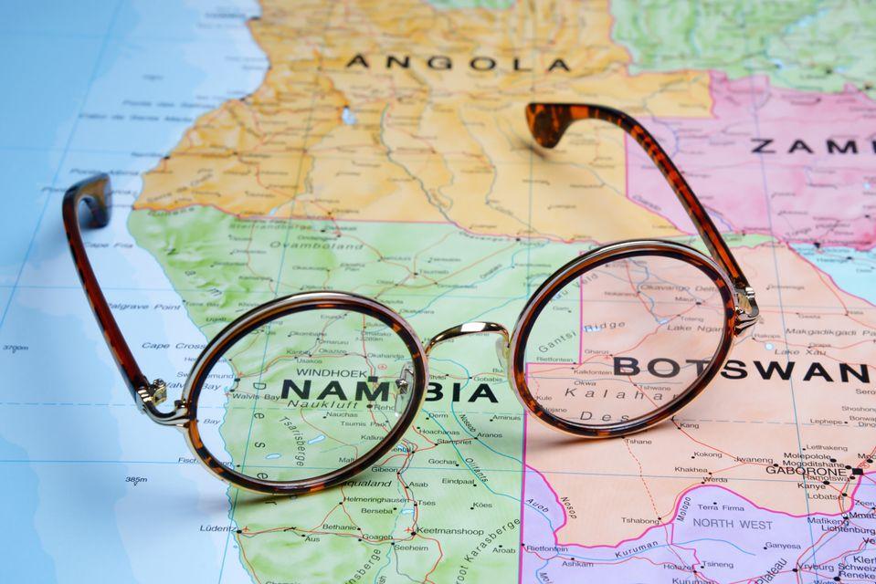 Γυαλιά πάνω σε χάρτη της Αφρικής