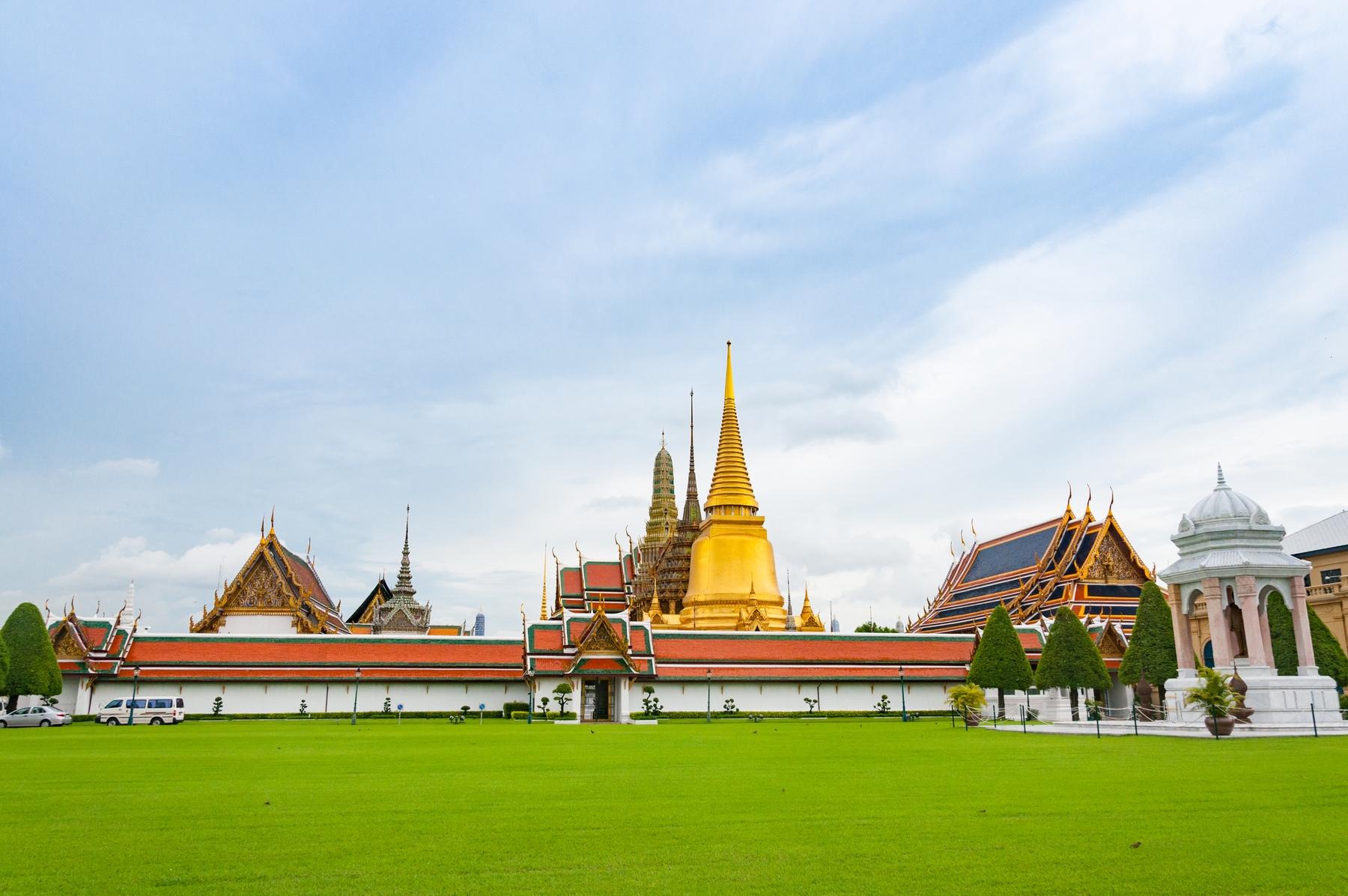 攜帶外幣進出入境泰國,金額超過等值2萬美元需填寫申報單並向其海關申報。
