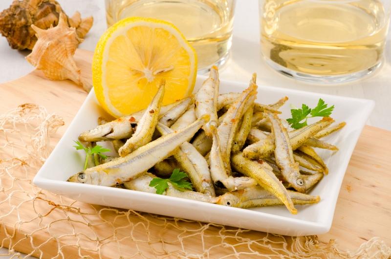 Жареные сардины с белым вином — традиционное блюдо Малаги