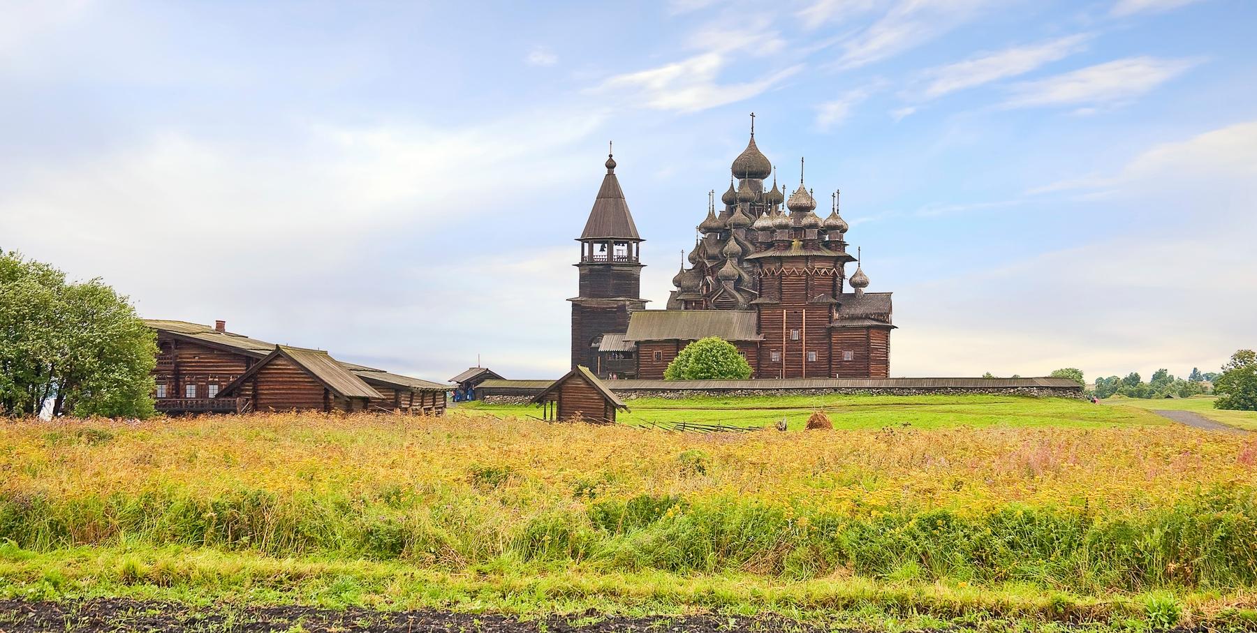Церковь Преображения Господня на острове Кижи. Билеты в Карелию на Скайсканере