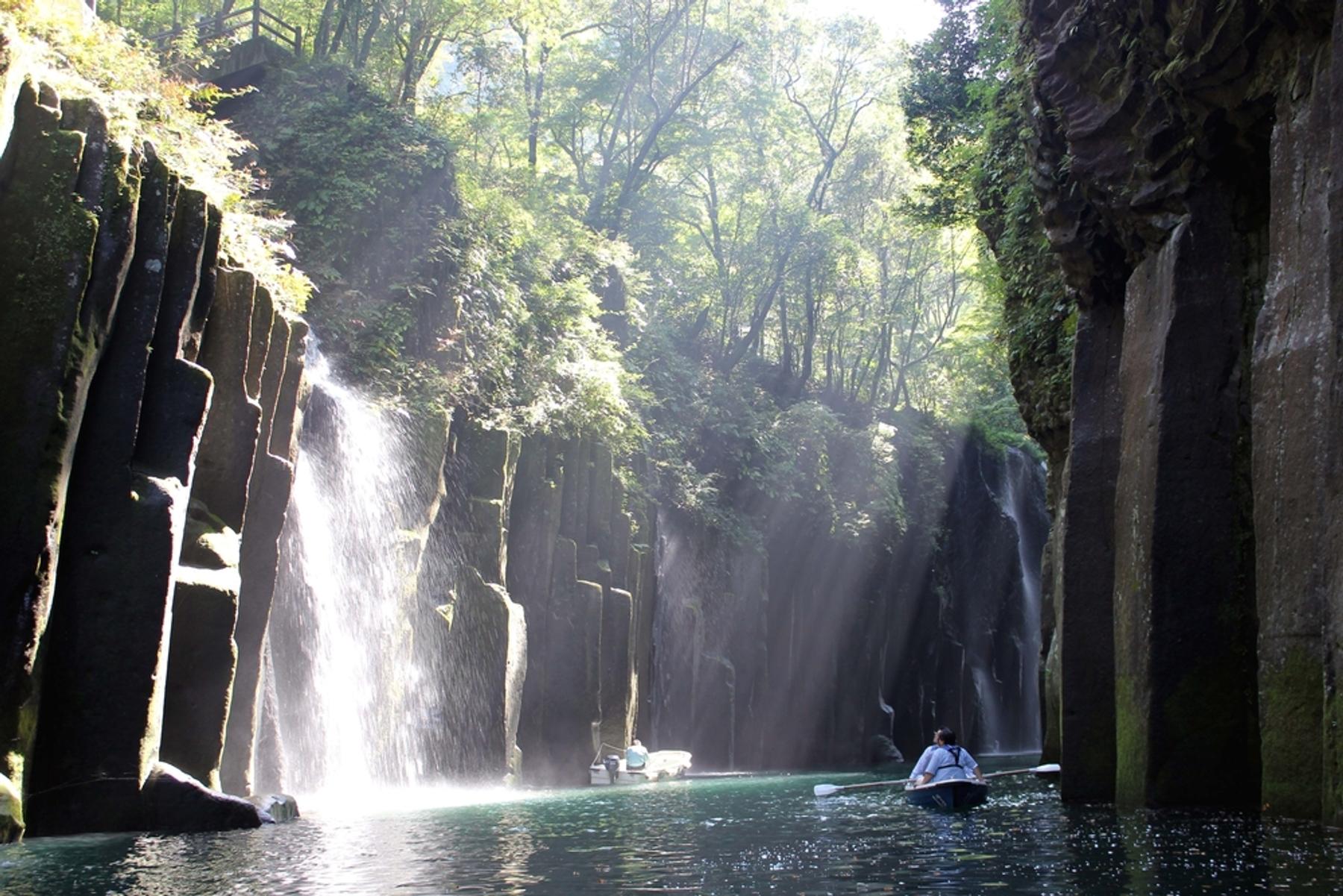 宮崎県 柱状節理の断崖が続く高千穂峡の絶景